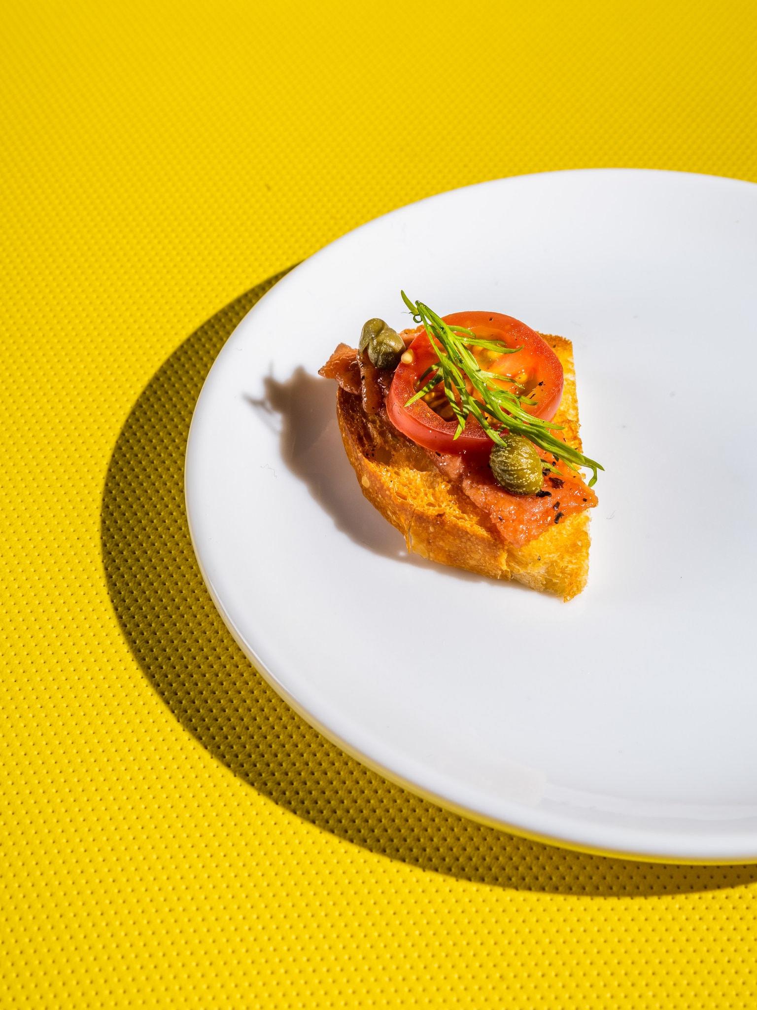 Nhiều công ty thực phẩm đang cố gắng tạo ra loại cá giả với hương vị như thật. Ảnh: NYT.