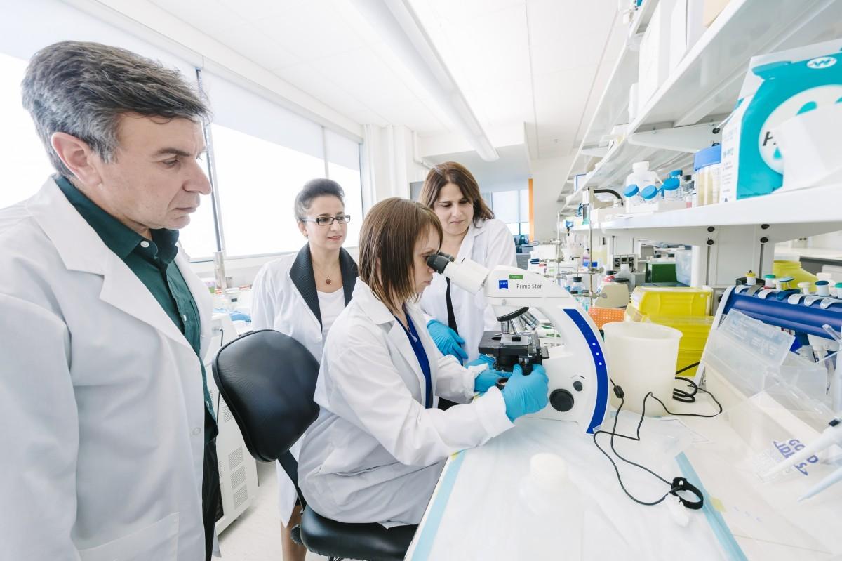 Canada đầu tư cho các dự án nghiên cứu lớn để các nhà khoa học Canada có thể làm việc các đồng nghiệp hàng đầu thế giới.