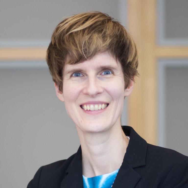 Nhà phê bình sinh thái Karen Thornber. Ảnh: INT