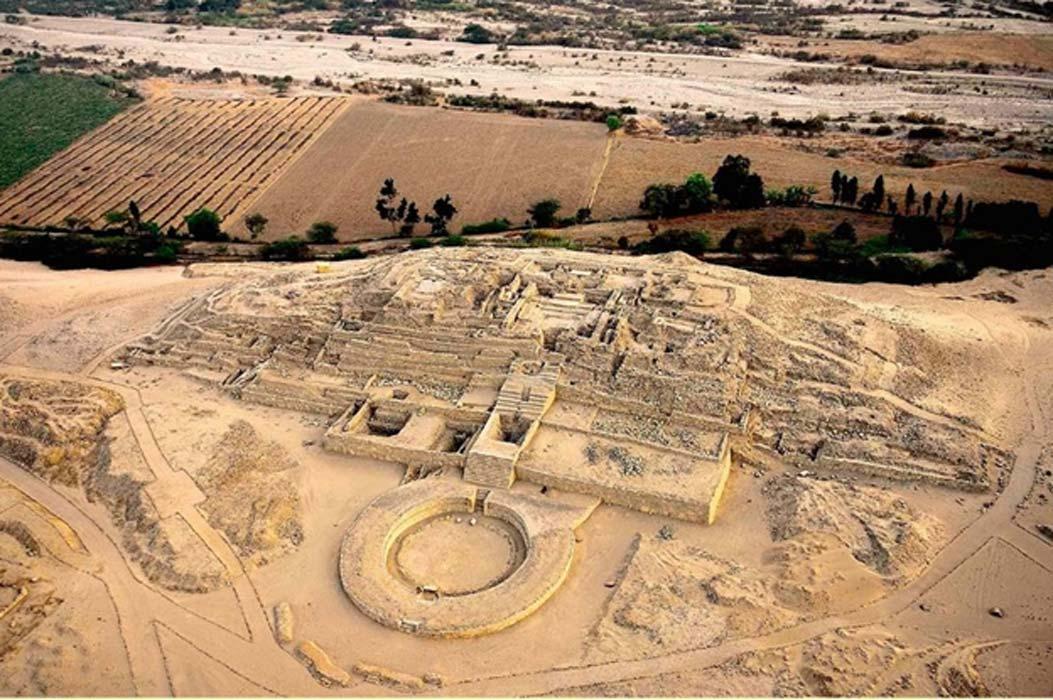 Những công trình kiến trúc còn sót lại của nền văn minh Norte Chico nhìn từ trên cao. Ảnh: Ancient Origins.