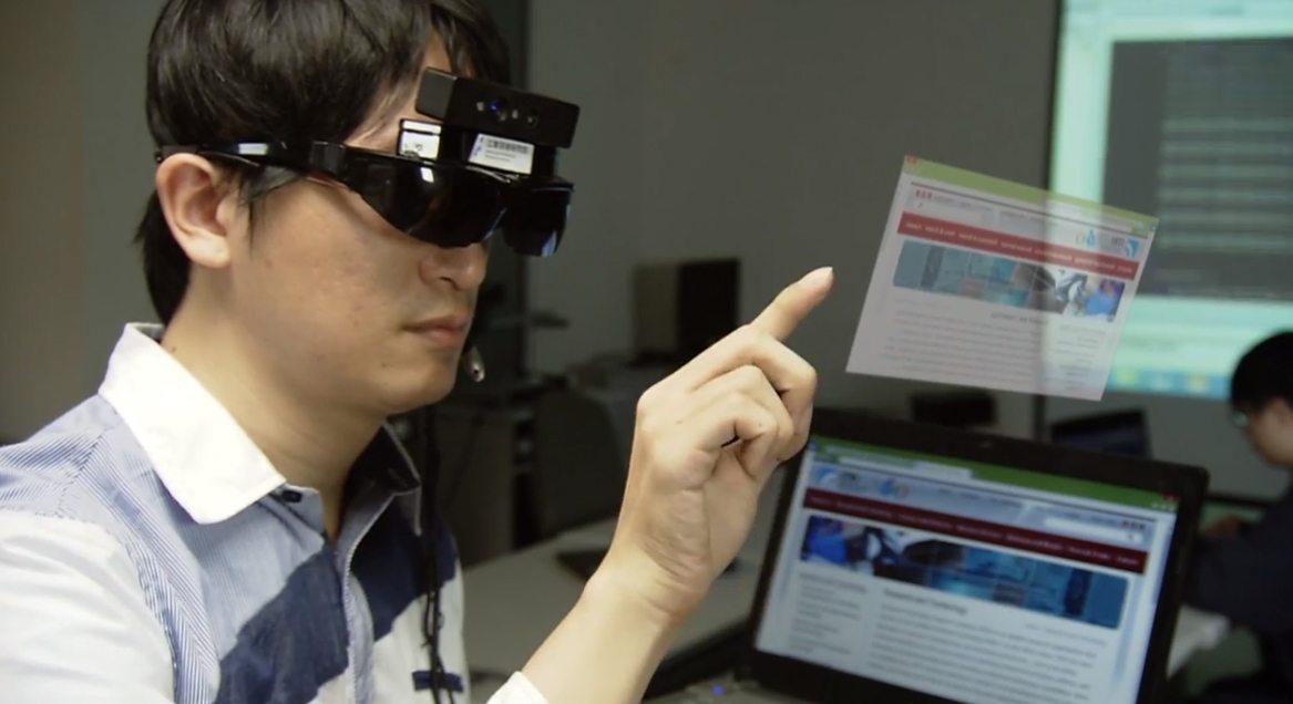 MidAir, kính thực tế ảo tăng cường do ITRI phát triển, cho phép điều khiển các màn hình trong…không khí giống như các phim viễn tưởng.
