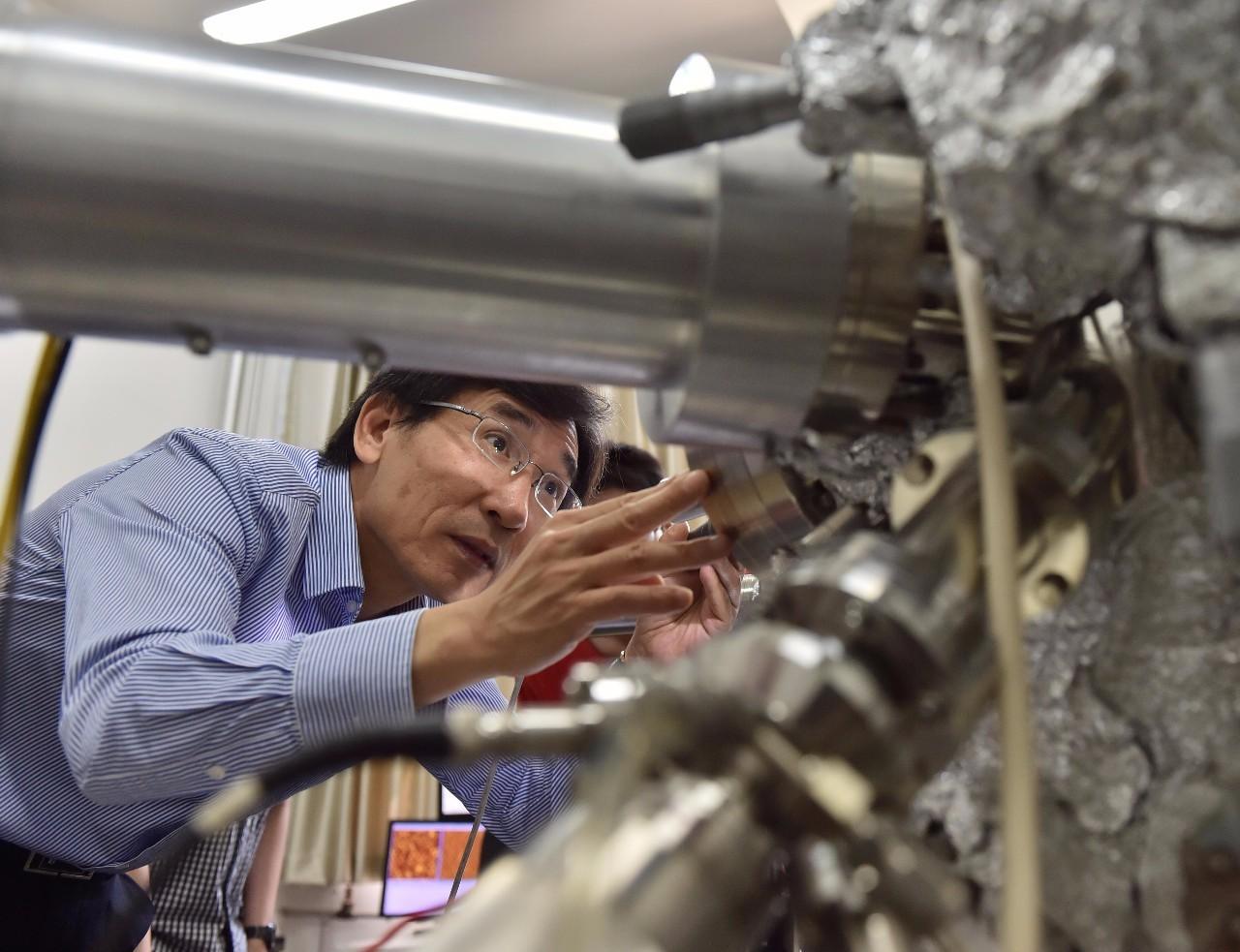 """GS Tiết Kỳ Khôn là một trong số khá nhiều nhà khoa học nổi tiếng của Trung Quốc được đào tạo (đến Tiến sĩ) hoàn toàn """"nội địa"""". Ảnh: INT"""