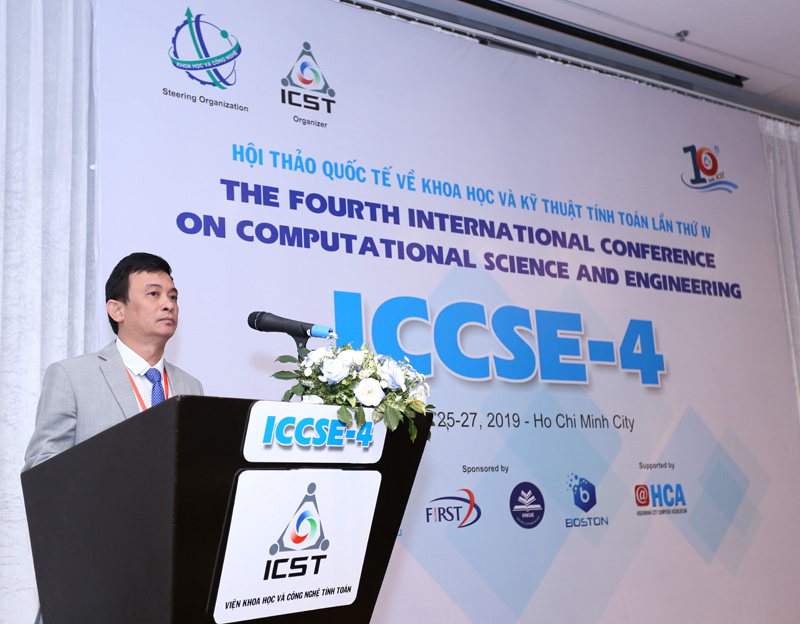 Ông Nguyễn Kỳ Phùng - Viện trưởng    giới thiệu những thành quả 10 năm đạt được của