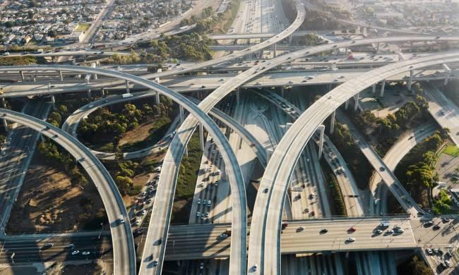 Từ trên không, bóng bay có thể theo dõi nhiều xe cộ và tầu thuyền lưu thông trong thời gian dài - Ảnh: Alamy