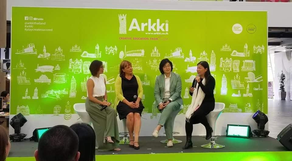 """""""Chúng tôi xây dựng một thế hệ tạo ra việc làm. Một thế hệ hành động quyết liệt trên hành trình xây dựng những công dân toàn cầu, những nhà phát minh sáng tạo của tương lai"""", bà Nguyễn Phi Vân cho biết."""
