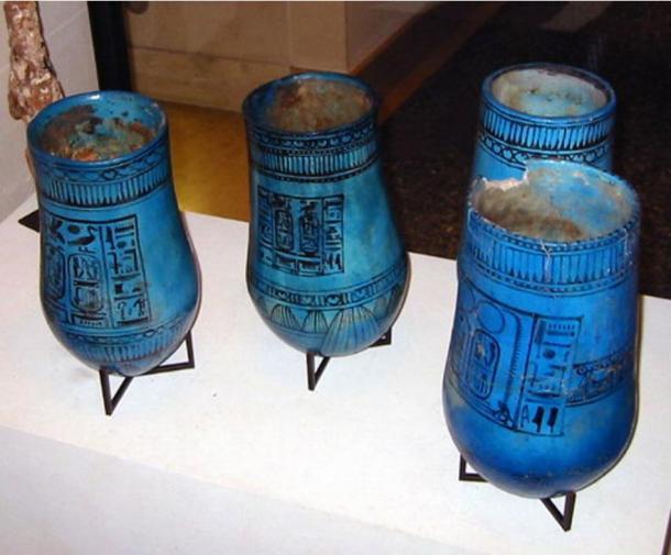 Lọ cắm hoa thủy tinh của người Ai Cập cổ đại. Ảnh: Wikipedia.