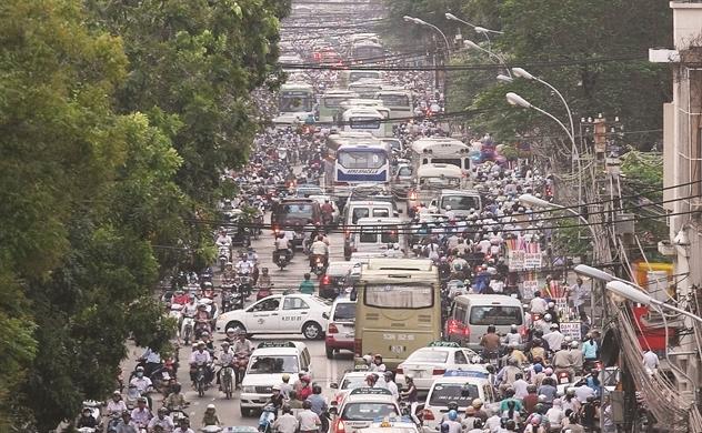 Cần có những nghiên cứu như tính toán hệ số phát thải đặc trưng của các loại phương tiện tại Việt Nam nhằm ước tính tổng phát thải từ giao thông, từ đó xây dựng các biện pháp cắt giảm hợp lý. Ảnh: NCĐT