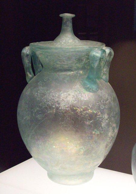 Bình thủy tinh của người La Mã có niên đại từ thế kỷ 1 đến thế kỷ 3 sau Công nguyên. Ảnh: Wikipedia.
