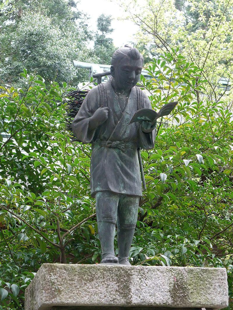 Tượng Ninomiya Sontoku được đặt ngay tại lối vào của nhiều trường học ở Nhật Bản. Nguồn: Wikimedia.