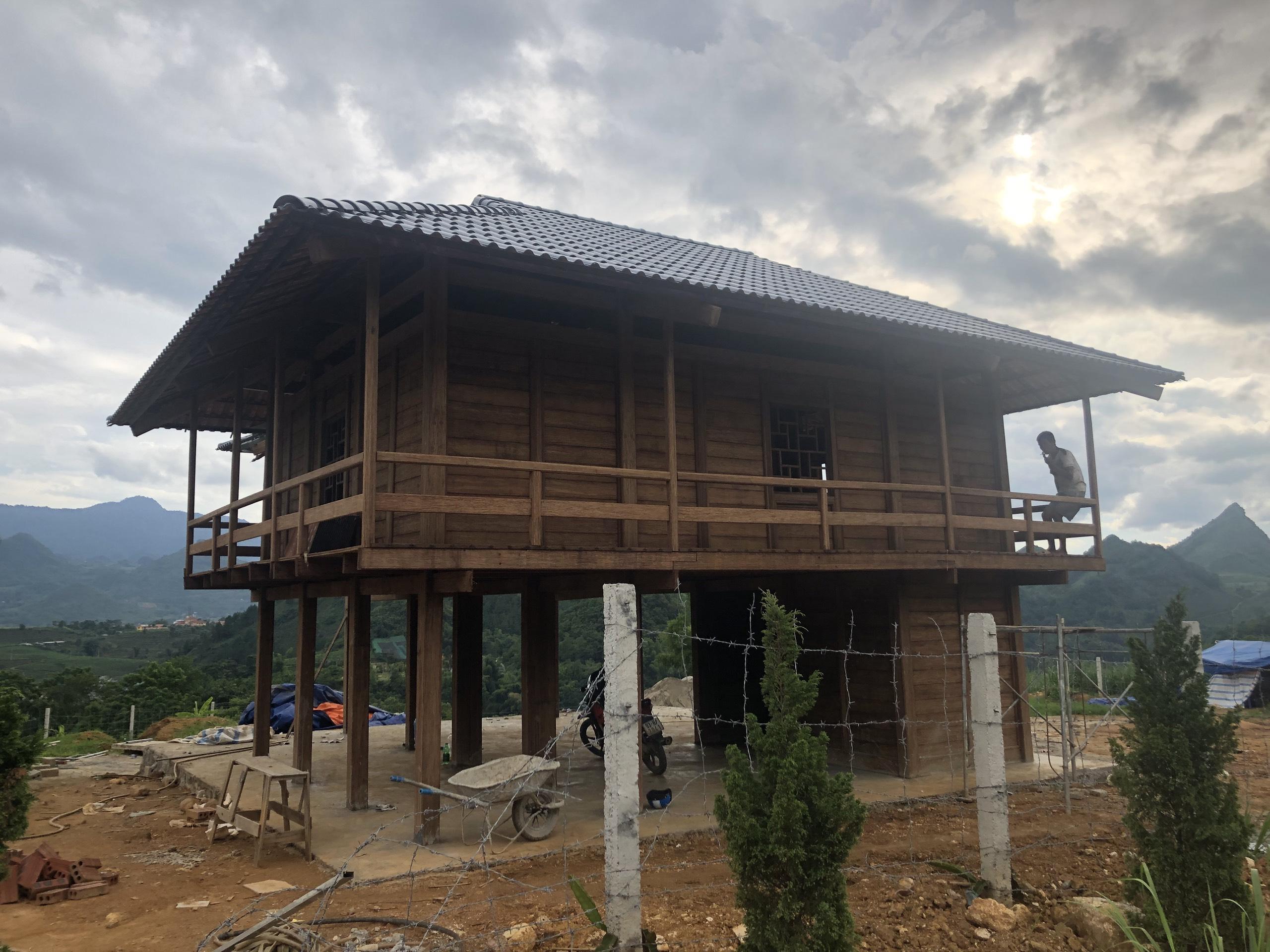 Căn nhà sàn 35m2 tại Mai Châu được xây dựng từ tre ép khối, có chất lượng tương đương nhà sàn làm từ các loại gỗ tự nhiên nhóm III. Ảnh: Nhóm nghiên cứu