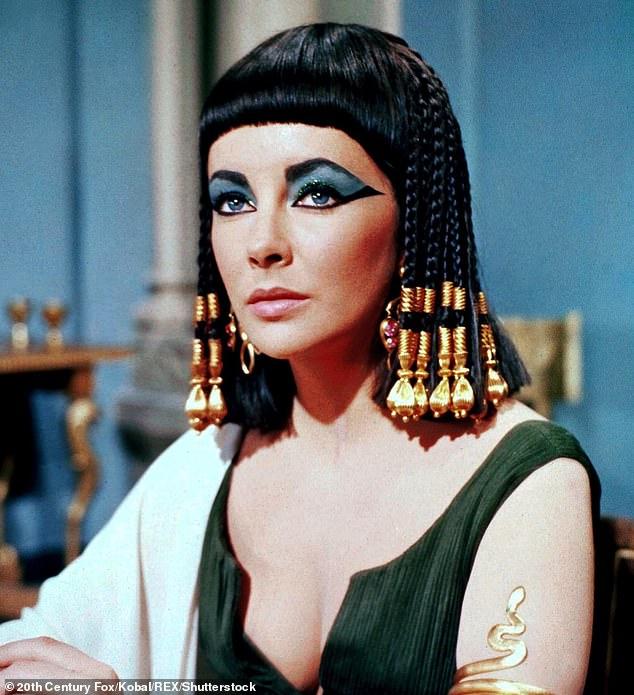 Sau một thập kỉ khai quật gần Cairo, các nhà khảo cổ đã phát hiện công thức điều chế nước hoa từ thời Ai Cập cổ đại. Loại nước hoa được tái tạo là một hỗn hợp đặc, dính chế từ chất nhựa thơm, bạch đậu khấu, dầu ô liu và quế. Mùi hương tương tự được cho rằng đã được nữ hoàng Cleopatra sử dụng.