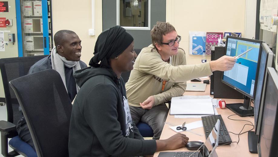 Nhiều nhà khoa học từ nhiều nền văn hóa khác nhau đã được các chuyên gia châu Âu đào tạo tại SEASAME.