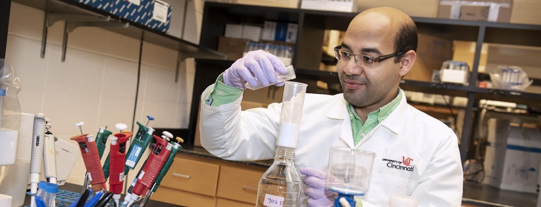 Tiến sĩ Helal Fouad Hetta, trường Y Dược thuộc Đại học Cincinnati, đồng tác giả nghiên cứu. Ảnh: Colleen Kelley/Đại học Cincinnati
