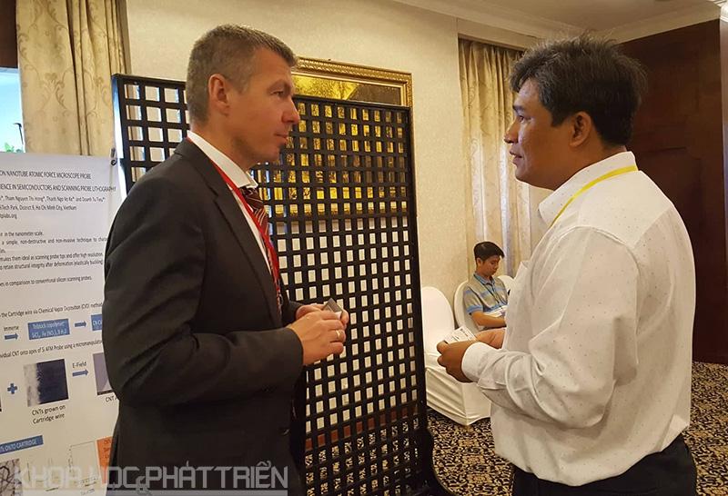 Các nhà khoa học trong nước và quốc tế trao đổi tại Hội nghị