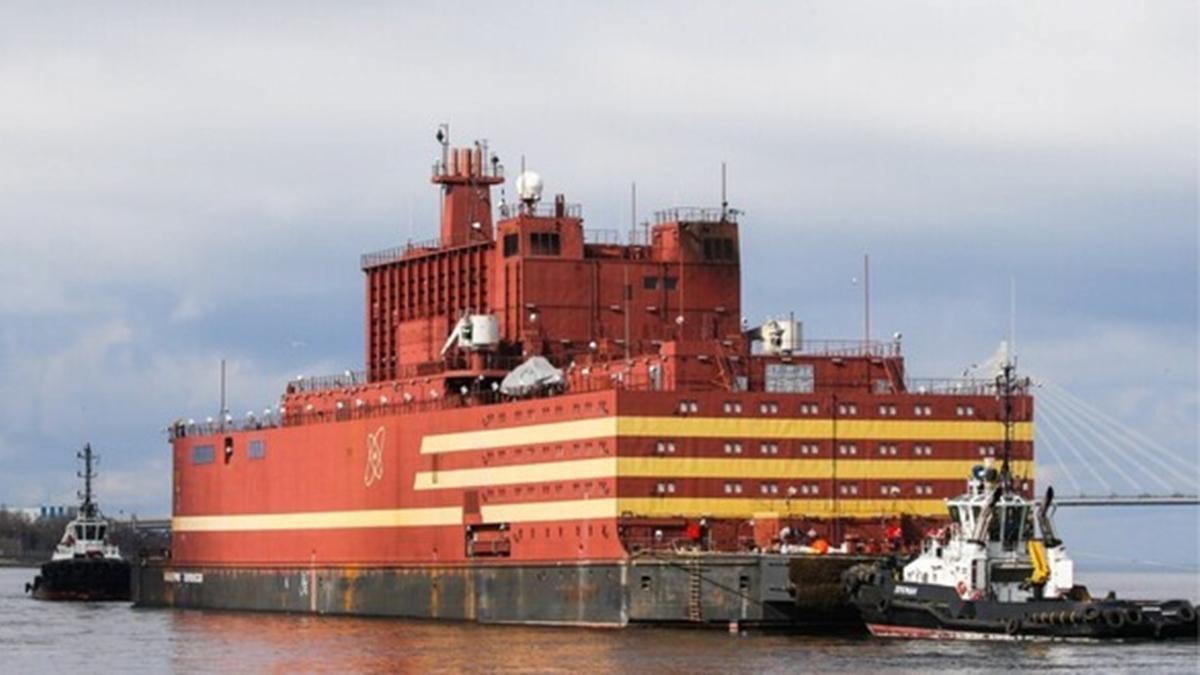 Nhà máy điện hạt nhân nổi Akademik Lomonosov. Ảnh: AP.