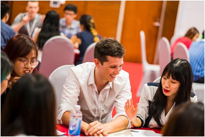 Thảo luận tại ngày hội Hanoi Innovation Summit 2019 | Ảnh: Dan Taylor