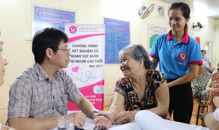 Cần thúc đẩy các chương trình chăm sóc sức khỏe, các đợt kiểm tra sức khỏe định kỳ để cảnh báo sớm bệnh tật. Nguồn: TTXVN