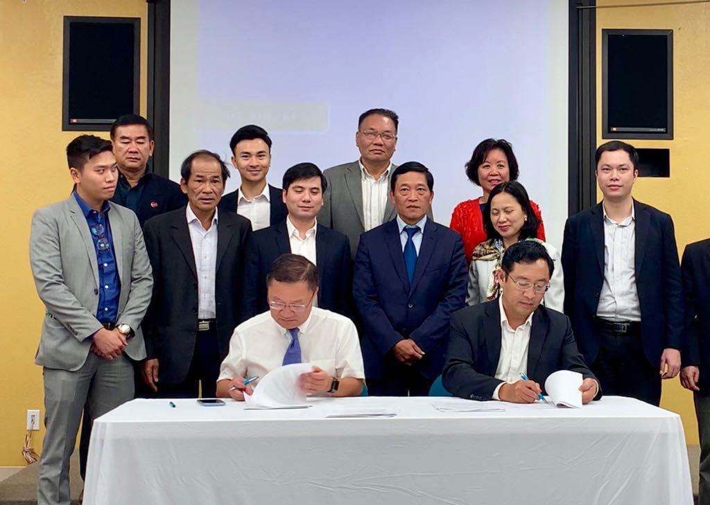 Lễ ký kết giữa đại diện Cục Phát triển thị trường và doanh nghiệp khoa học và công nghệ (NATEC) và Ai20X trước sự chứng kiến của Thứ trưởng Bộ KH&CN Trần Văn Tùng | Ảnh: VP Đề án 844