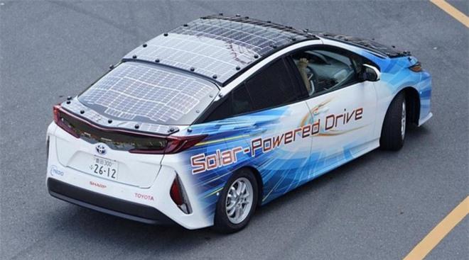 Toyota muốn chế tạo xe điện chạy bằng năng lượng mặt trời có thể hoạt động mãi mãi không cần dừng lại để sạc - Ảnh 2.