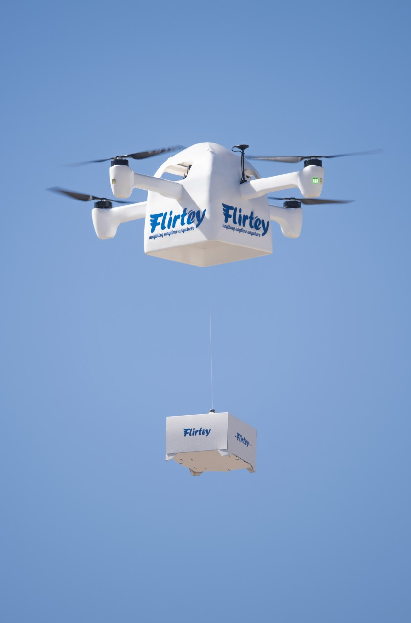 Eagle sẽ tự bay đến địa chỉ nhờ được dẫn đường bằng GPS và giao hàng cho khách. Ảnh: F
