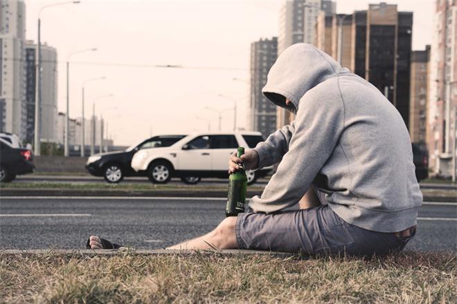 Tại sao nam giới thường khó khăn hơn khi tìm kiếm sự giúp đỡ với trầm cảm? - Ảnh 2.