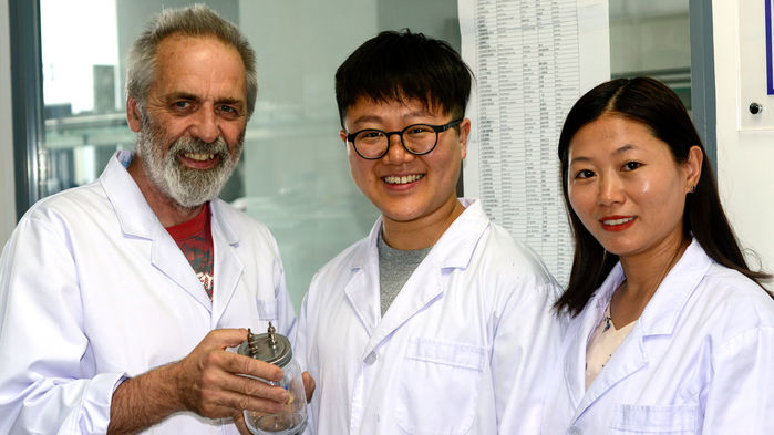 Nhà sinh lý học John Speakman đang vận hành một phòng thí nghiệm tại Bắc Kinh trong khi vẫn đảm trách nghiên cứu tại trường Đại học Aberdeen (Anh), nơi ông cũng đang có một phòng thí nghiệm khác. Nguồn: Science