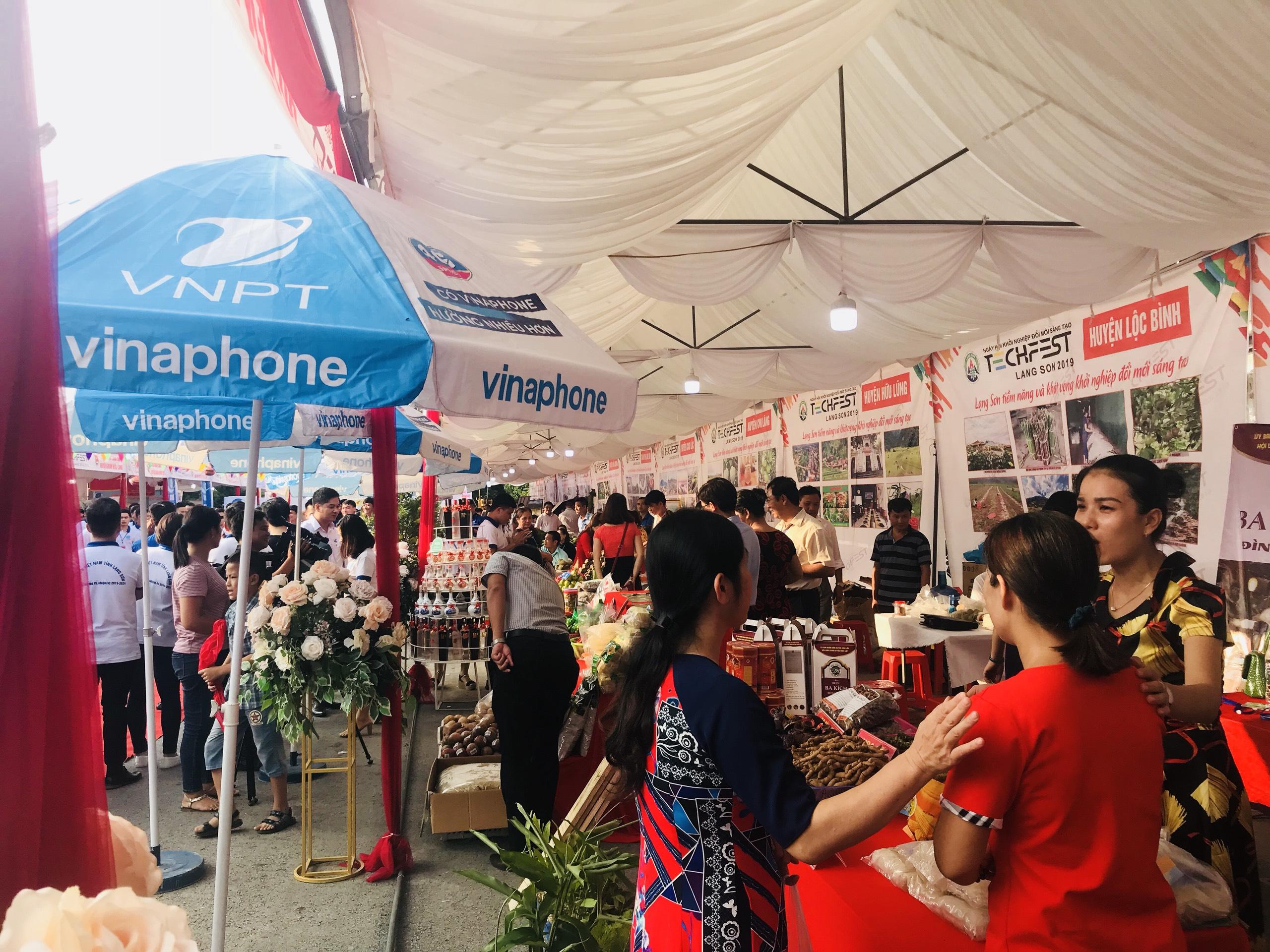Triển lãm các gian hàng tại Techfest Lạng Sơn 2019   Ảnh: BTC
