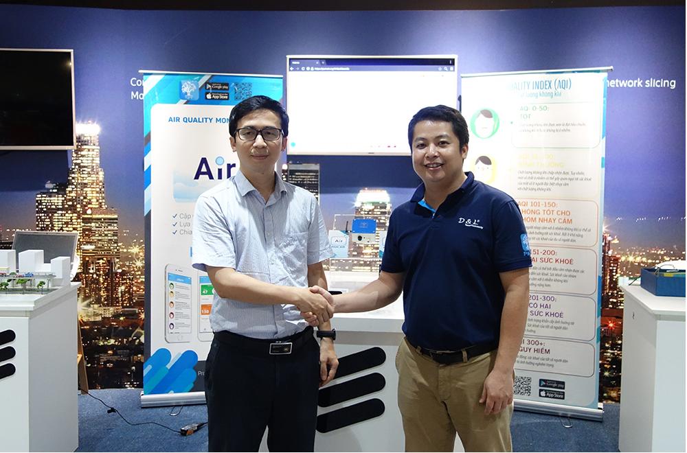 Anh Phùng Công Định phụ trách vận hành IoT Innovation Hub và anh Hoàng Dũng CEO của D&L