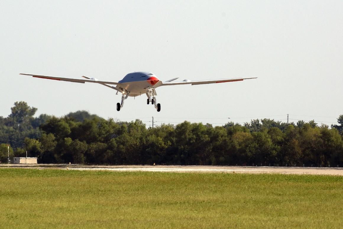 MQ-25 đang hoạt động tại sân bay MidAmerica St. Louis. Ảnh: Boeing.