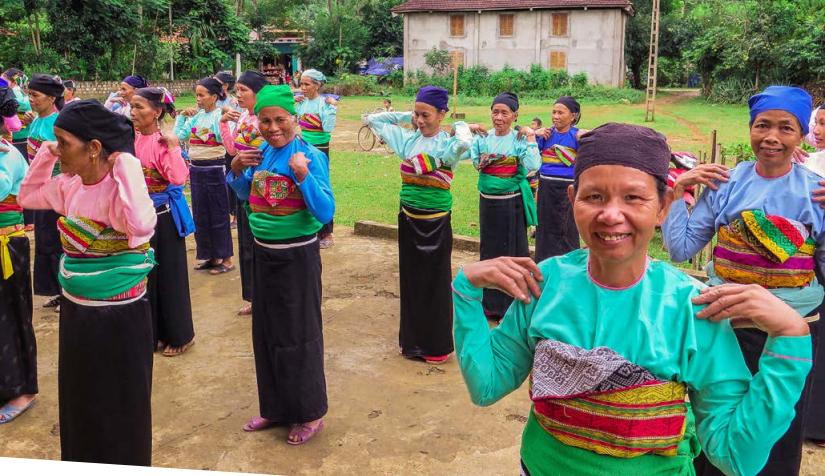 Hoạt động thể dục của các thành viên CLB Liên thế hệ tự giúp nhau ở huyện Thường Xuân, Thanh Hóa