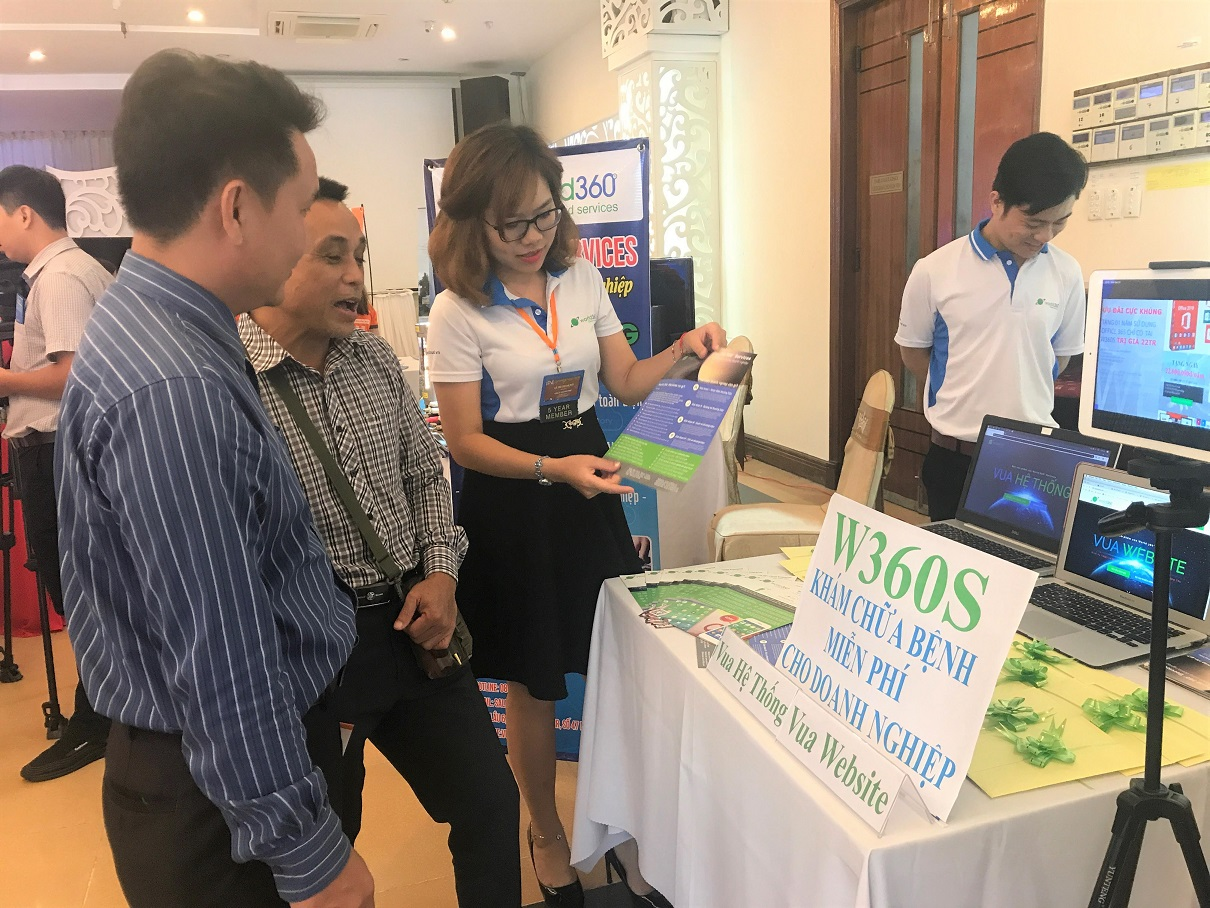 Thăm quan qác gian hàng khởi nghiệp tại Techfest Vùng Đông Nam Bộ 2019 | Ảnh: Đăng Minh