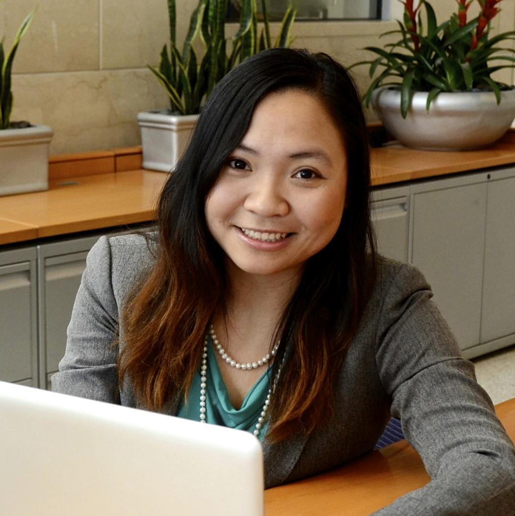 """Mai Phan Zymaris - thành viên sáng lập VietChallenge - là một luật sư đang làm việc tại mảng luật kinh doanh tại Boston ở Mỹ. Công việc của cô là làm việc với các công ty làm các sản phẩm trong lĩnh vực hi-tech, dược phẩm và công nghệ sinh học. Bên cạnh đó, Mai cũng là chủ xị của nhiều hoạt động cộng đồng mà nổi bật là """"Vòng tay nước Mỹ"""" để kết nối cộng đồng người Việt trẻ trên khắp nước Mỹ với nhau."""