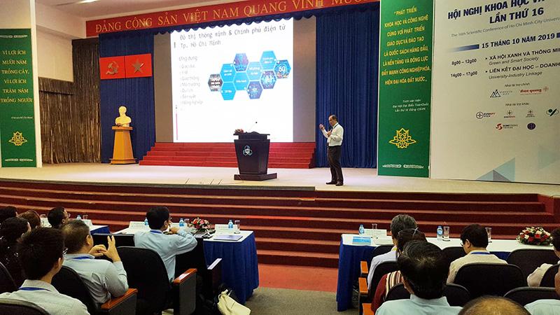 Diễn giả báo cáo tham luận tại Hội nghị