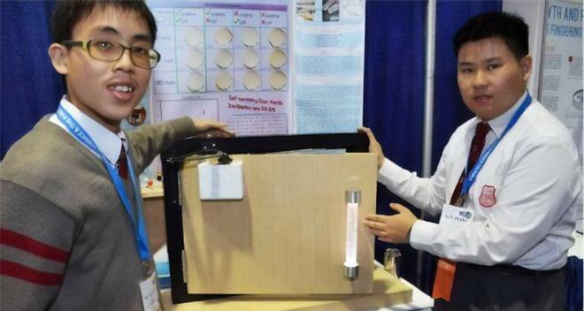 Hai sinh viên Trung Quốc phát minh ra tay nắm cửa tự diệt khuẩn, team sợ bẩn thích điều này - Ảnh 2.