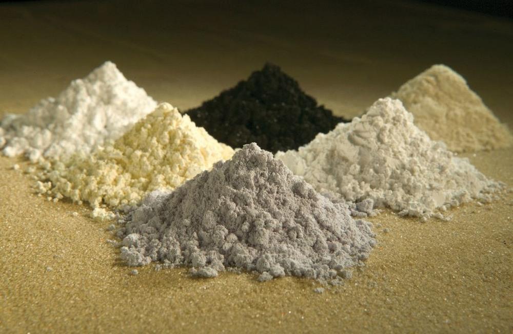 Theo chiều kim đồng hồ từ góc trên cùng bên trái: praseodymium, cerium, lanthanum, neodymium, samarium, and gadolinium. Ảnh: Peggy Gre, Bộ Nông nghiệp Mỹ.