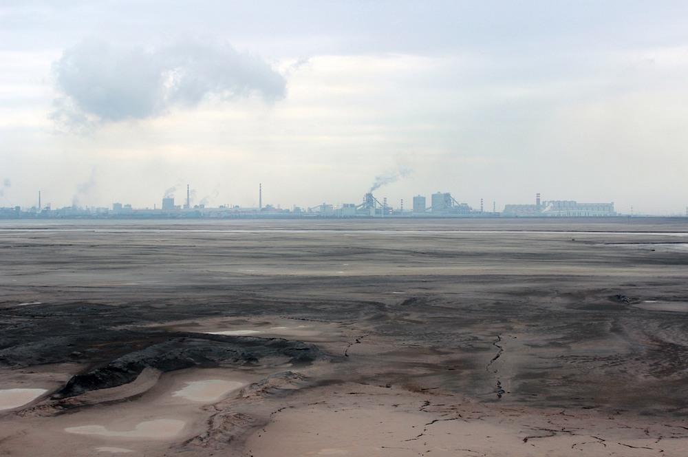 Đường chân trời xám xịt tại thành phố Bao Đầu. Ảnh: Liam Young/Unknown Fields.