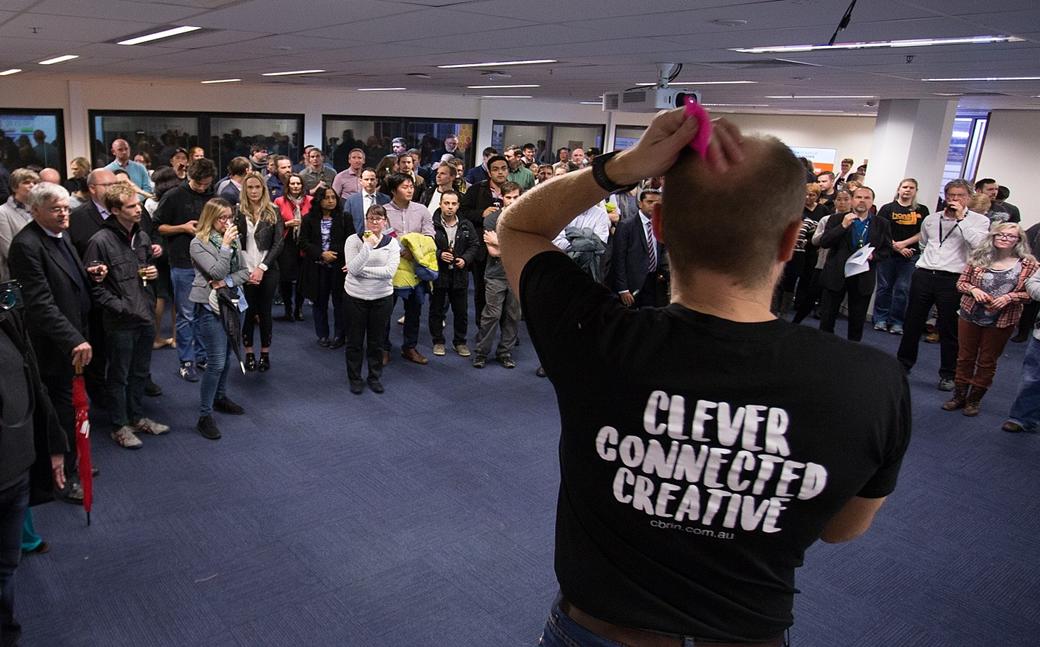 """Hoạt động """"Ngày thứ tư kết nối"""" được diễn ra hằng tuần tại Mạng lưới Đổi mới sáng tạo Canberra (Australia), mở cửa cho bất kì ai tham gia để chia sẻ các ý tưởng sáng tạo và cơ hội hợp tác. Ảnh: CBRIN"""