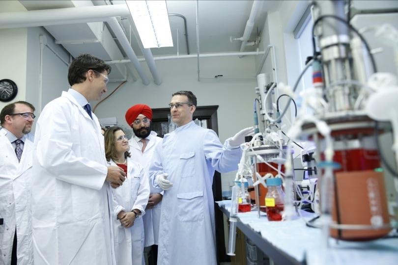 Thủ tướng Justin Trudeau đi thăm trường Đại học Torronto. Nguồn: ĐH Torronto
