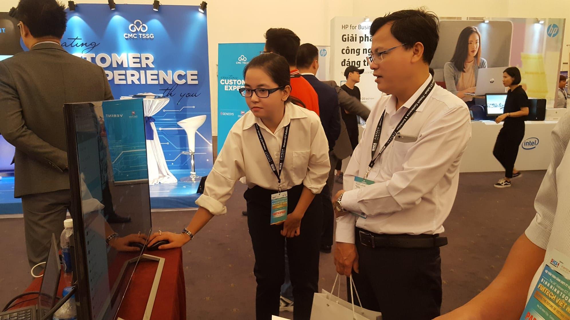 Doanh nghiệp Fintech giới thiệu những sản phẩm của mình tại Hội thảo
