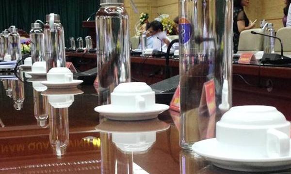 Từ năm 2020, TP. Hà Nội sẽ không cấp kinh phí mua sản phẩm nhựa dùng trong các cuộc họp