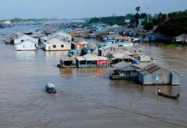 Tình trạng ngập lụt và xói lở ở ĐBSCL. Ảnh: TTXVN