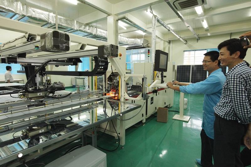 Một dây chuyền sản xuất của Trung tâm Nghiên cứu chuyển giao công nghệ và Giám định công nghệ ở Khu Công nghệ cao Hòa Lạc – một trong những trung tâm chuyển giao công nghệ lớn nhất Việt Nam hiện nay. Nguồn: MOST