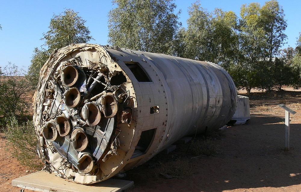 Phần còn sót lại của tên lửa Black Arrow trong vụ phóng cuối cùng ở Công viên Tưởng niệm William Creek, Nam Úc. Ảnh: Wikimedia.