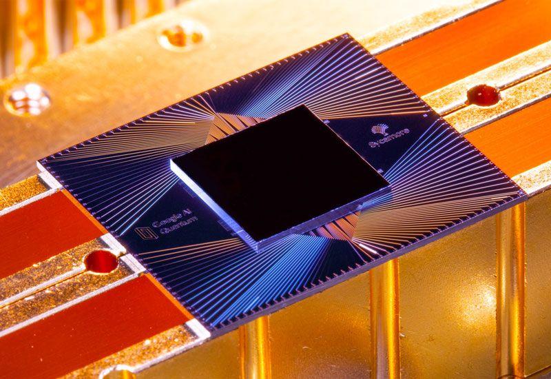 Chip Sycamore bao gồm 54 bit lượng tử (qubit) (trong đó 1 qubit bị hỏng), mỗi qubit được tạo thành từ các vòng siêu dẫn.