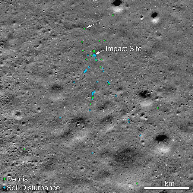Phân tích ảnh chụp trước và sau cuộc đổ bộ của NASA cho thấy vị trí va chạm của Vikram và các mảnh vụn của tàu trên bề mặt Mặt Trăng. Nguồn: NASA