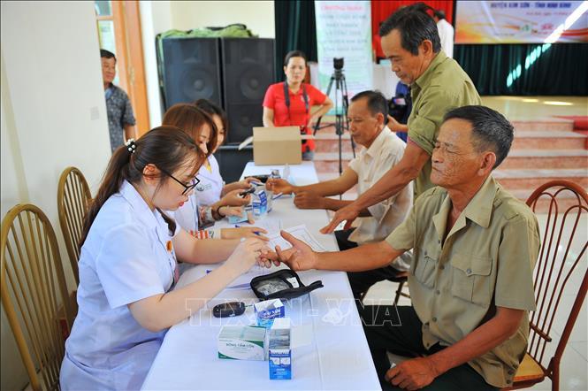 Khám bệnh, cấp thuốc miễn phí cho 400 nạn nhân chất độc da cam/dioxin ở Ninh Bình, tháng 8 năm 2019. Ảnh:  Ytvn.vn