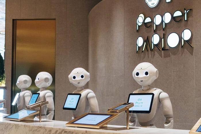 Viễn cảnh con người cùng chung sống với robot đang đến rất gần. Ảnh: Softbank Robotics.