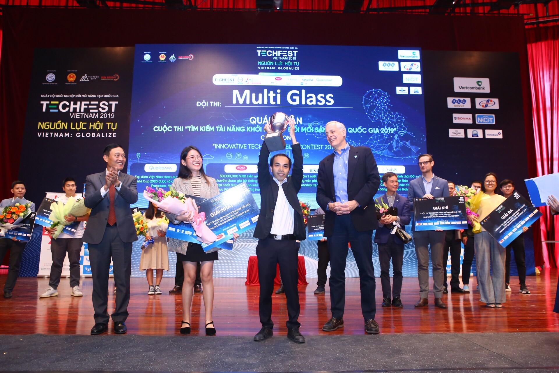 """Đội Multi Glass - quán quân cuộc thi """"Tìm kiếm tài năng khởi nghiệp đổi mới sáng tạo quốc gia 2019"""""""