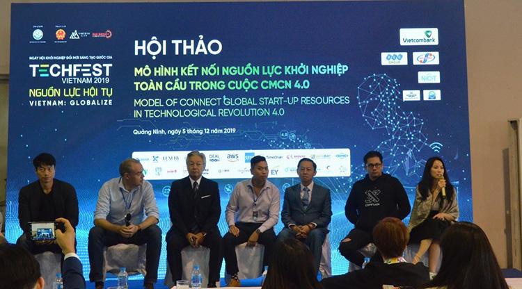 """Hội thảo """" Mô hình kết nối nguồn lực khởi nghiệp toàn cầu trong cuộc cách mạng công nghiệp 4.0 """" với sự tham dự của hơn 100 khách mời và dại diện của các doanh nghiệp trong và ngoài nước."""