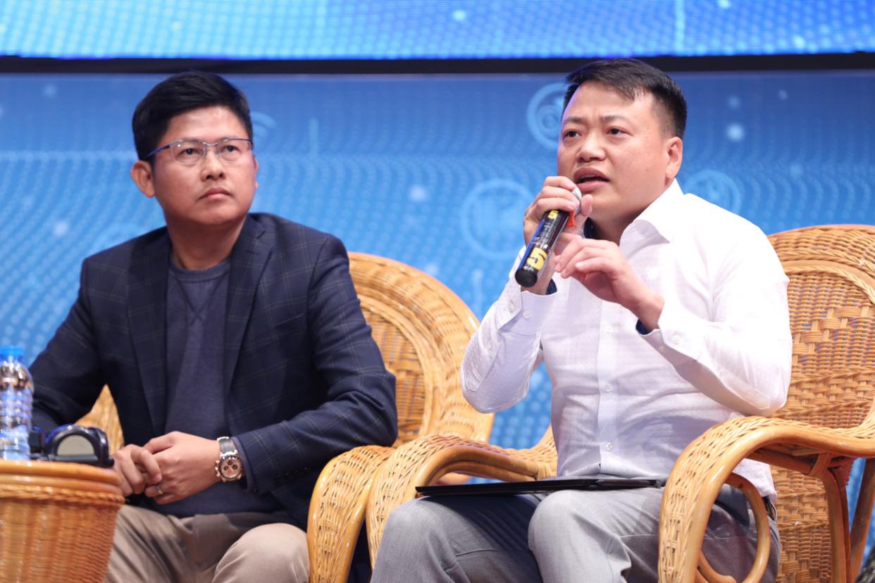 Các Shark Nguyễn Mạnh Dũng (trái) và Nguyễn Hòa Bình lo ngại nhiều hơn về những thách thức mà Startup công nghệ của Việt Nam gặp phải trong bối cảnh dịch chuyển nguồn lực | Ảnh: Techfest